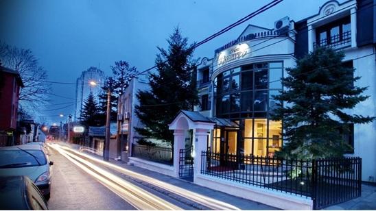 Beograd: 2 noćenja sa doručkom za dvoje u Hotelu Vozarev!