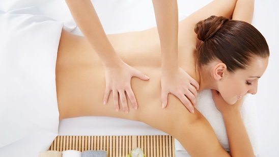 Antistres masaža celog tela sa pakovanjem od čajnog drveta!