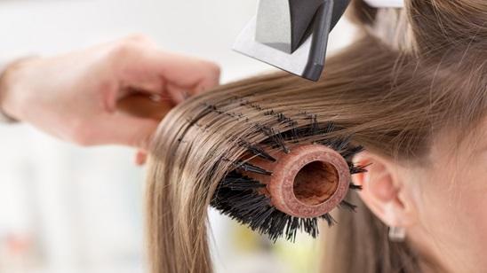 Feniranje kose sa masažom glave!