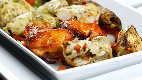 Mešano meso na indijski način, prilog, salata i dezert za dvoje!