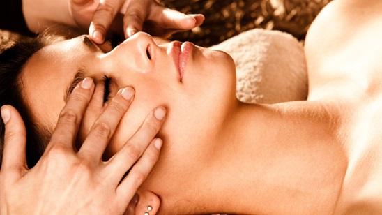 Japanska masaža lica sa 24 karatnim zlatnim uljem ili energetskim balzamom sa pčelinjim voskom!