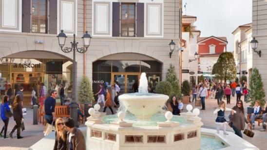 Parndorf: 150din i 22€ za shopping u outletu Parndorf i SCS Shopping City centru!