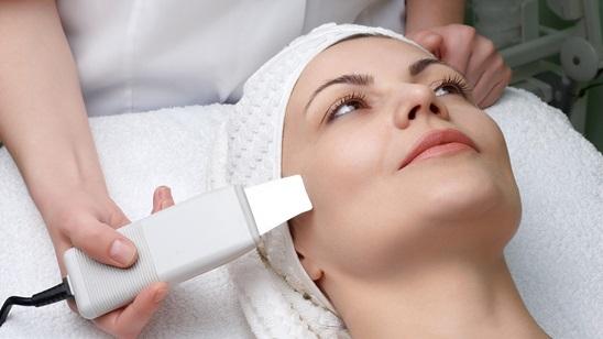 Tretman čišćenja lica ultrazvučnom špatulom!