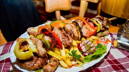 Mešano meso sa pomfritom i dezert za dve osobe!