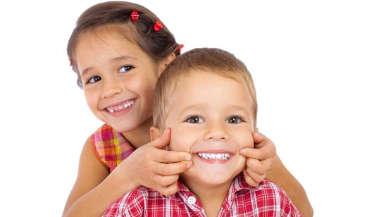 Zalivanje fisura na mlečnim i stalnim zubima kod dece!
