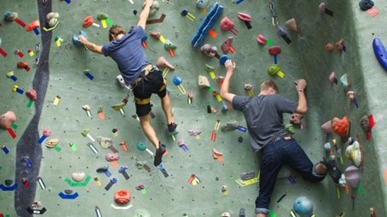 Sportsko penjanje na veštačkoj steni u klubu Granit!
