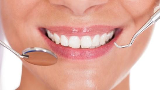 Ultrazvučno uklanjanje kamenca sa poliranjem u stomatološkoj ordinaciji Rakić!