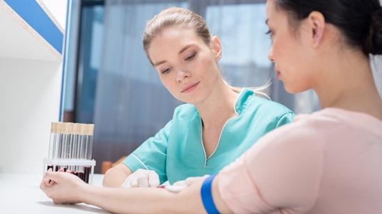 Paket analiza za žene u laboratoriji Paster!