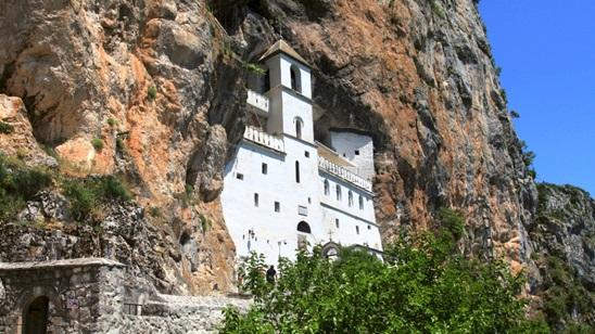 Manastir Ostrog: 200 din i 3.000 din, jednodnevni izlet sa prevozom!
