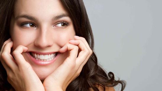 Tri tretmana laserskog izbeljivanja zuba i poklon vaučer!
